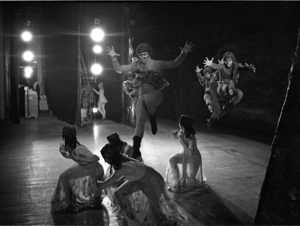 """Daphnis and Chloe"". Pirates attack Chloe's companions. Women: Lili Cockerille, Sarah Thomas, June Wilson. Men: Jacques Cesbron, Vicente Nebrada, Dennis Wayne. photo Mark Anstendig"